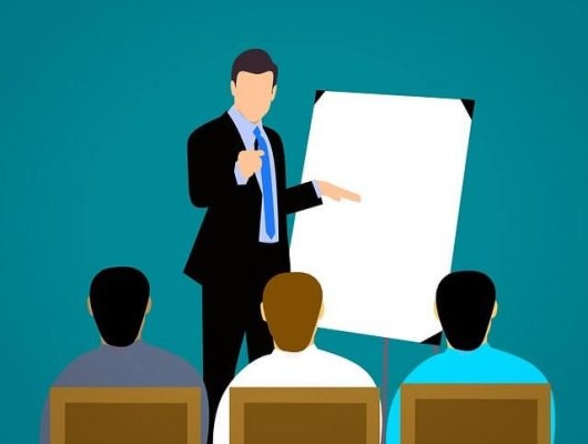 Coach lecturing   8 Deadly Coaching Mistakes To Be Avoided   getdigitaloffice.com